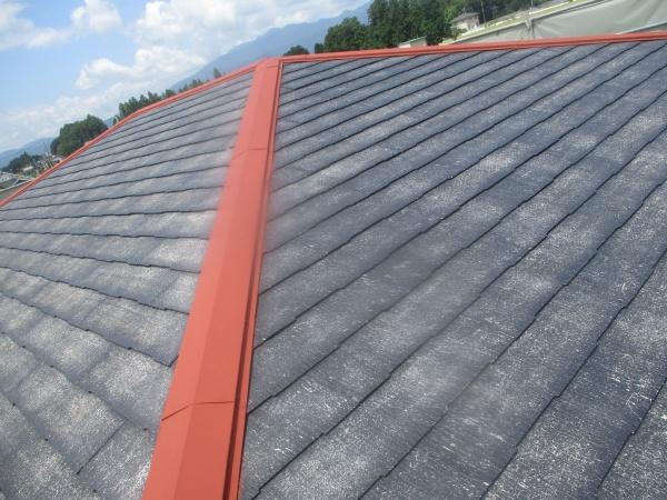 スレート屋根の下塗り終了です