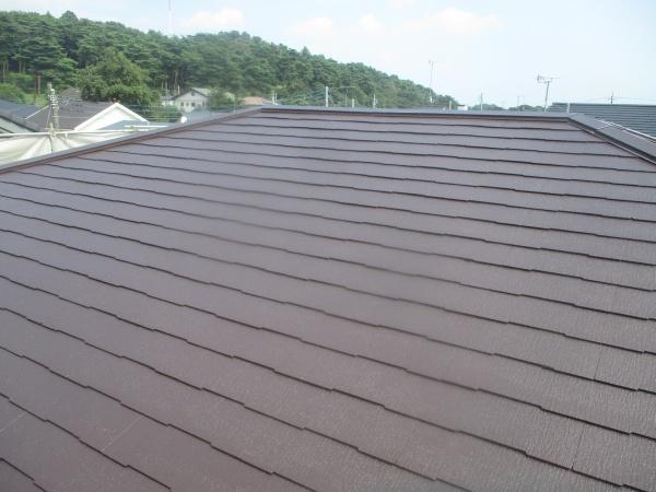 スレート屋根の上塗り塗装中です