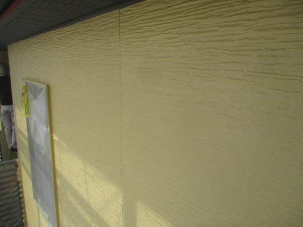外壁中塗り塗装が終了しました