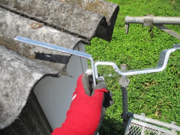 軒樋の取り付け金具です