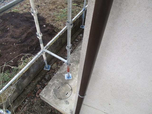 縦樋の地面側を納めました