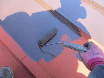 ローラー塗装中です