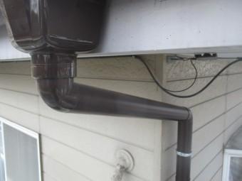 集水器をと軒樋を繋ぎました