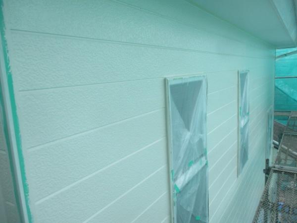 外壁上塗りローラー塗装が終了しました