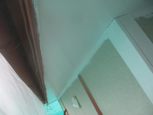 1階の軒天1回目塗装終了です
