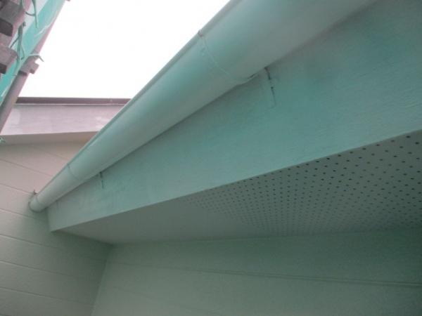 軒樋の中塗り終了です