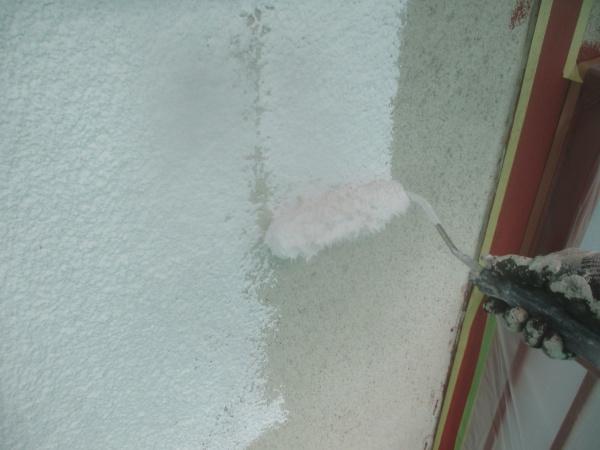 2階のリシン外壁下塗り中です