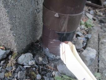 既存の配水管を塗装しました