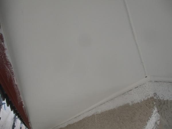 1回目の軒天塗装が終了しました