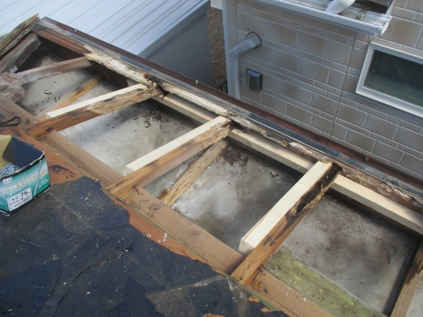 屋根下地の補修完了です