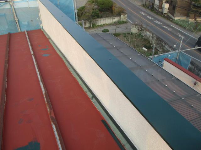 2階屋根の笠木塗装が終了しました