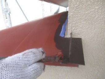 出窓天板の中塗り刷毛塗装中です