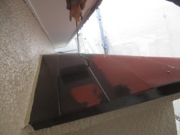 出窓天板の中塗りローラー塗装中です