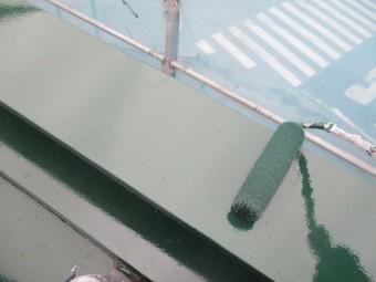 笠木ローラー塗装中です
