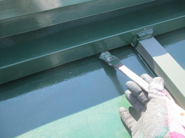 屋根水切り塗装中です