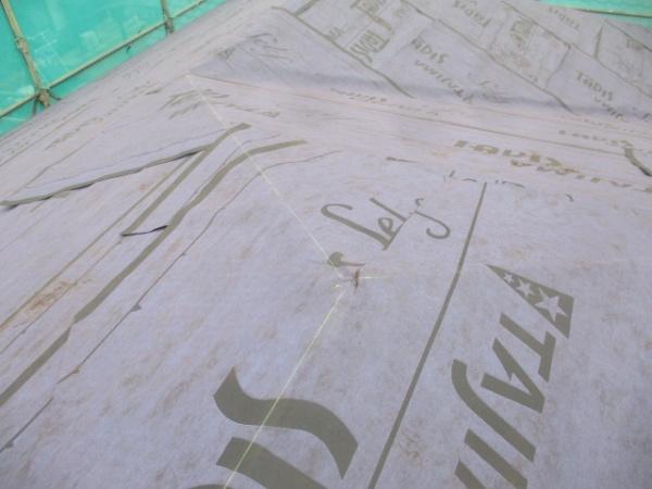 棟板金下地取り付け位置に墨を打ちました