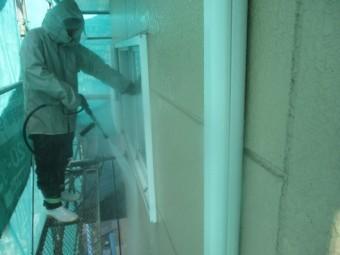 外壁の洗浄中です
