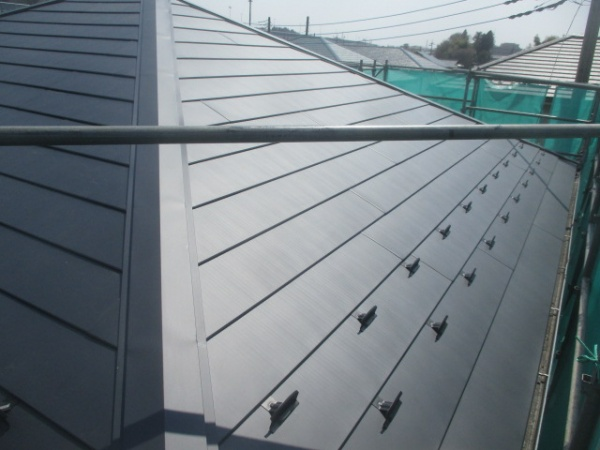 大屋根西面の完工です