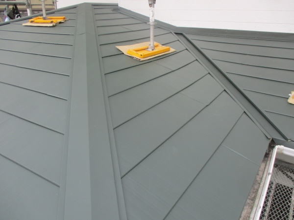 1階屋根のカバー工事が完工しました