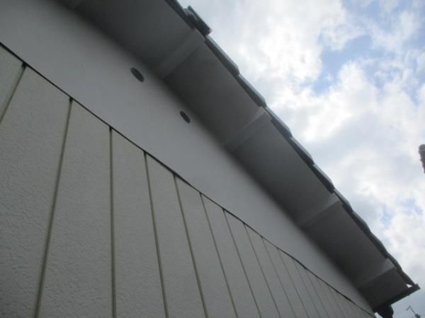 軒天外壁塗装1回目が終了です