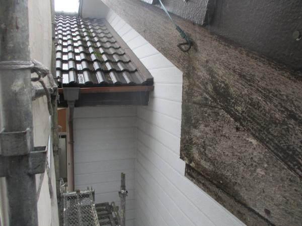 洗浄前の破風板の状態です