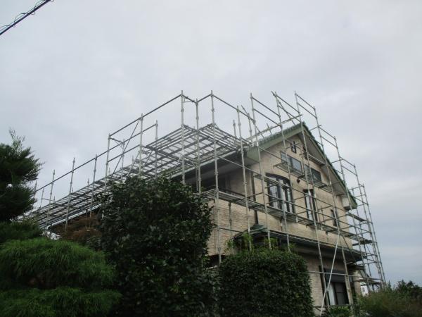 真岡市で平板屋根葺き替え工事と外壁塗装工事の着工です。
