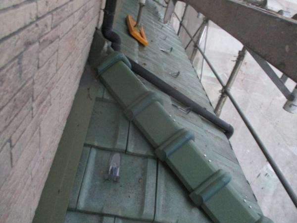 撤去前の西面下屋根の状態です