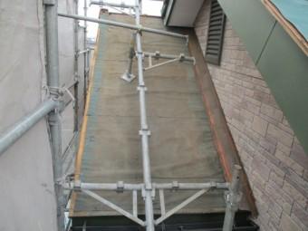 施工前の棟違い屋根の状態です