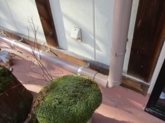 既存の雨樋と繋ぎました