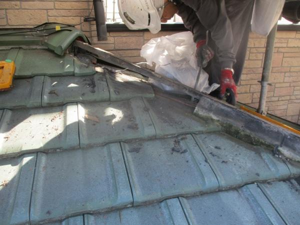 冠瓦と台面の撤去中です