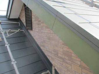 大屋根棟違い屋根の完工です