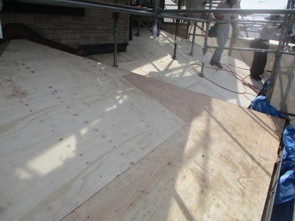 下屋根野地板の取り付けが終了しました