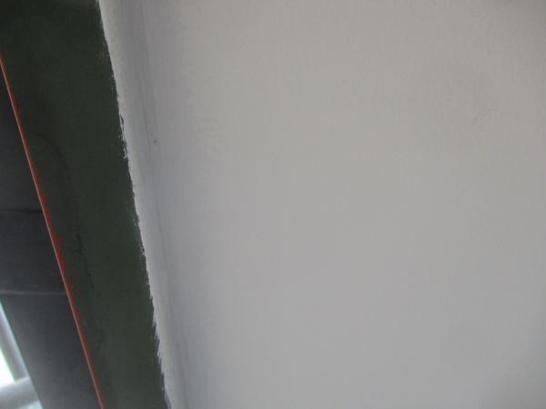 1回目の軒天塗装終了状態です