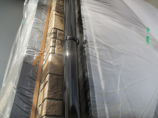 1階竪樋の中塗りが終了しました