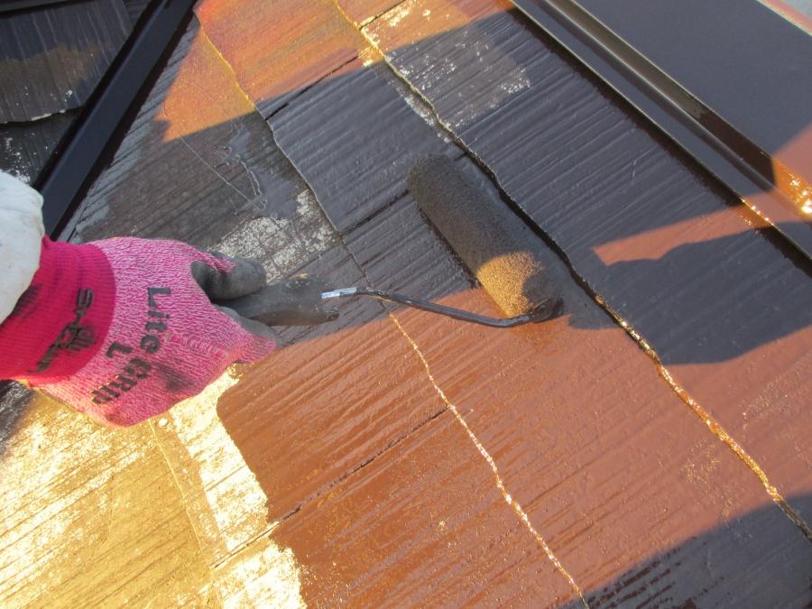 屋根中塗り塗装です