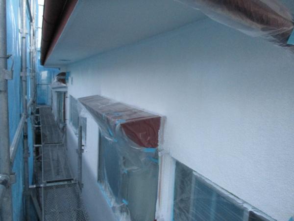 2階の外壁の下塗りが終了しました