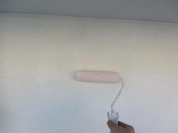 上塗りの塗装中です