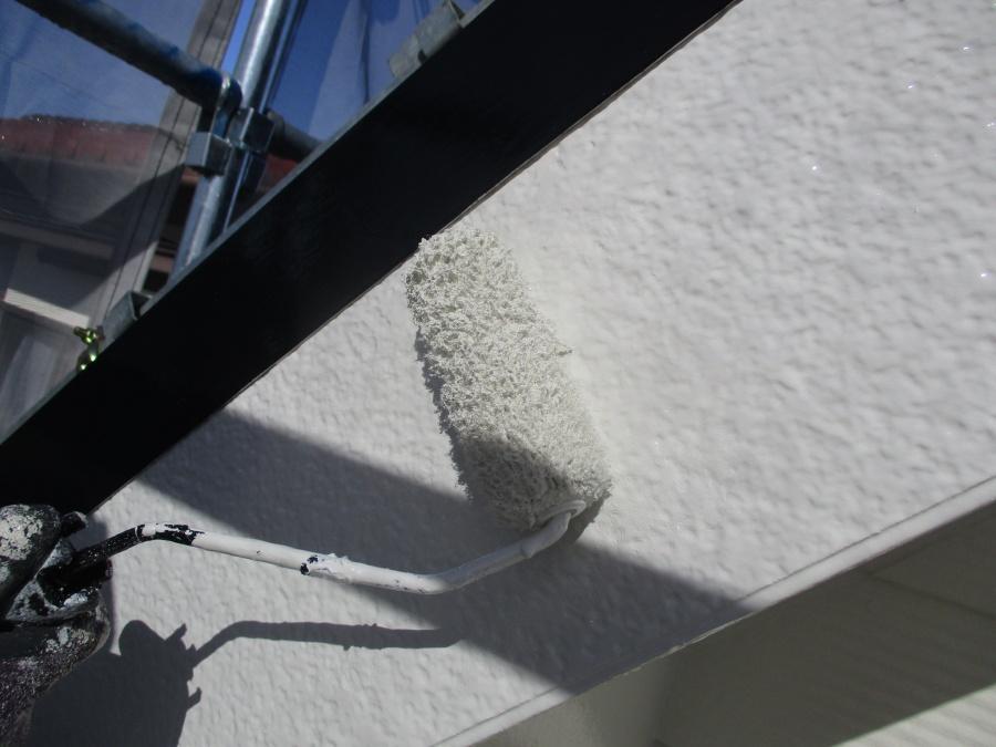 破風板ローラー塗装中です