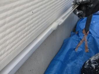 壁水切り塗装中です