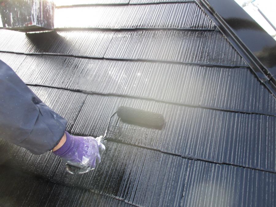屋根上塗り中です