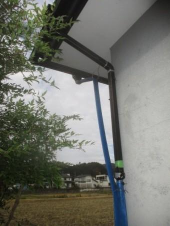 1階竪樋の破損個所です