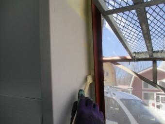 屋根水切りとの見切り塗装中です