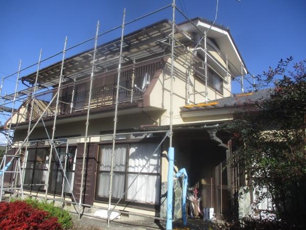 宇都宮市でベランダ波板と雨樋の交換工事が着工になりました。