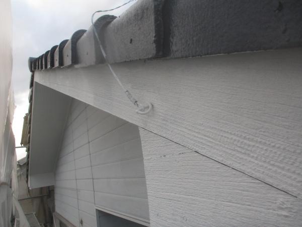 破風板の下塗りが終了しました