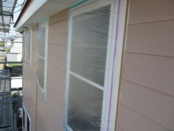 窓周りを養生しました