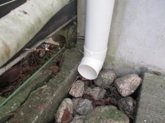 地面側の配管です