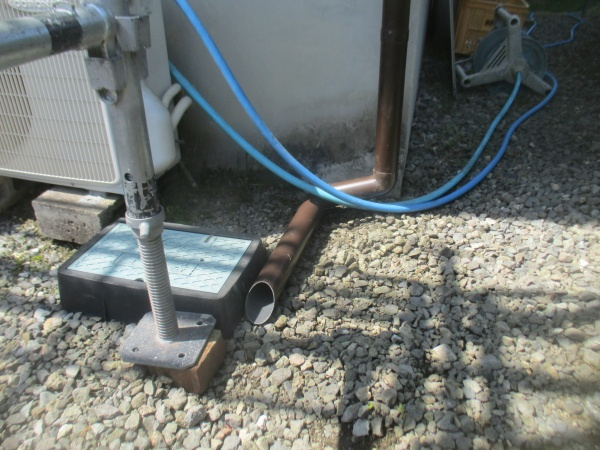 配水管を加工して取り付けました