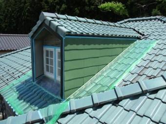 はと小屋下塗り終了です。