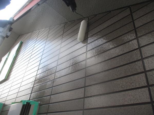 外壁1回目塗装中です