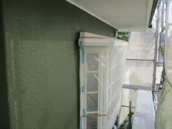 出窓周りの中塗り終了です